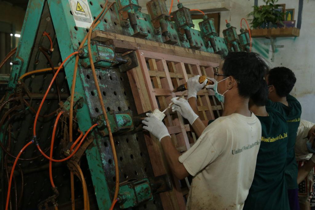 6. Assemble & Gluing Department (2)